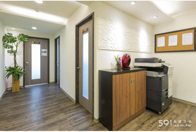 台北租屋,信義租屋,辦公出租,寬敞明亮的走廊,獨立隔間辦公室