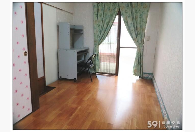 台北租屋,內湖租屋,雅房出租,房間一:和室地板,光線充足。