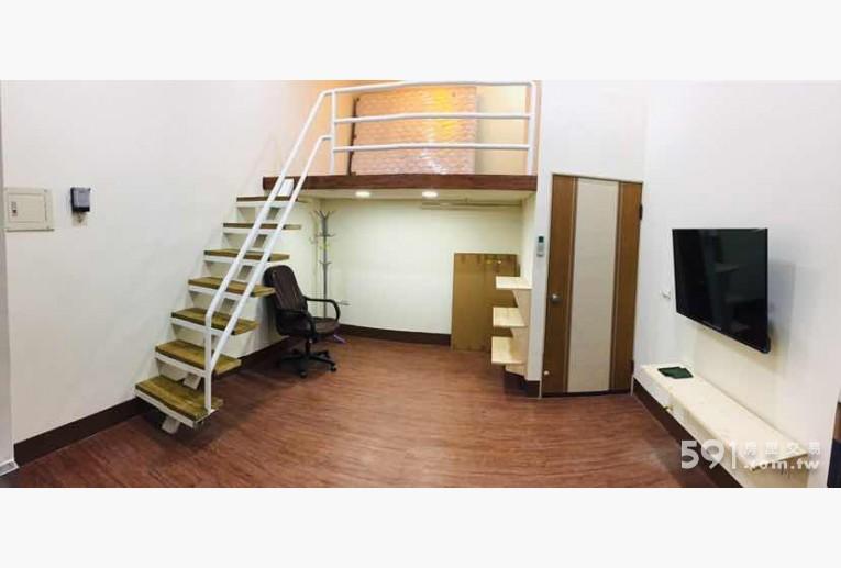 高雄租屋,三民租屋,獨立套房出租,401 原木裝潢 松木桌 櫃子