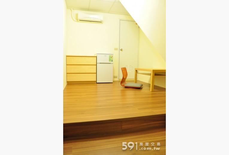 台北租屋,萬華租屋,分租套房出租,全室IKEA家具溫馨地板和式桌椅