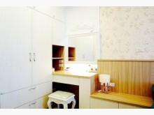 輕軌行政中心站家樂福旁-歐式裝潢衛浴有窗