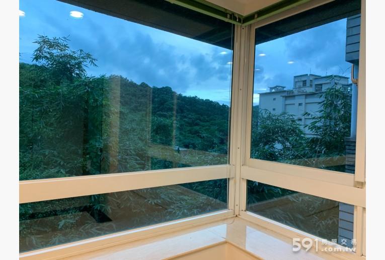 台北租屋,南港租屋,整層住家出租,客房窗外清幽林蔭